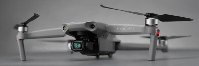 Dron Mavic Air 2 - zdjęcie marketingowe